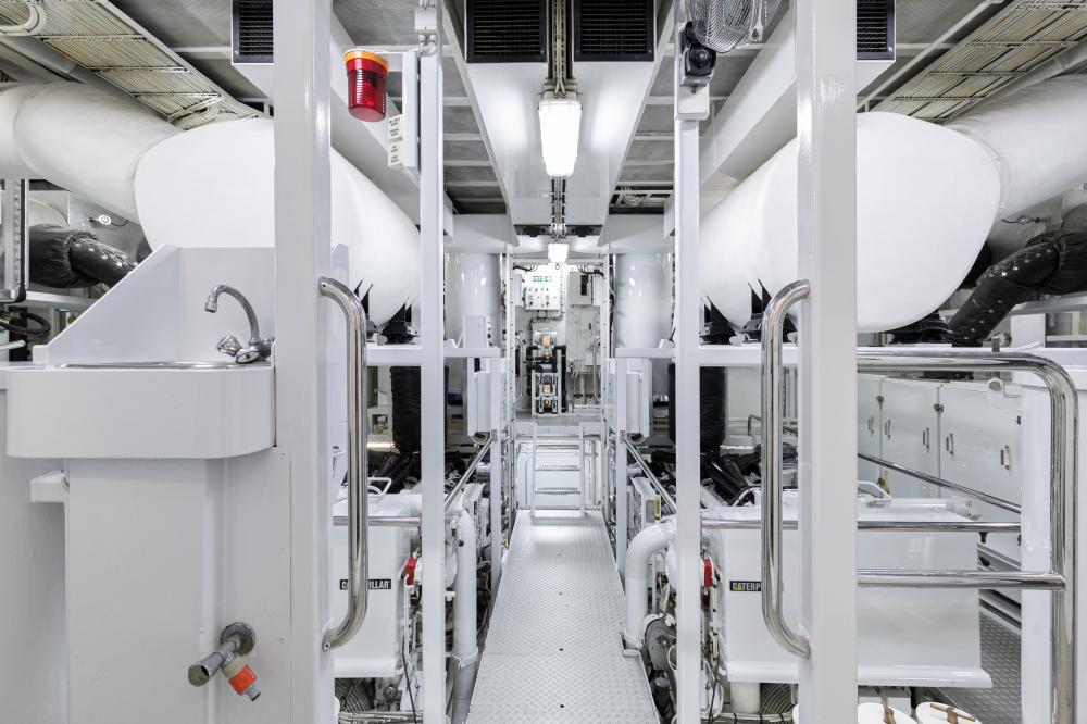 SEA HUNTRESS - Luxury Motor Yacht For Sale - Engine Room - Img 2 | C&N