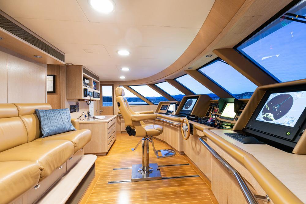 SEA HUNTRESS - Luxury Motor Yacht For Sale - Bridge - Img 1 | C&N