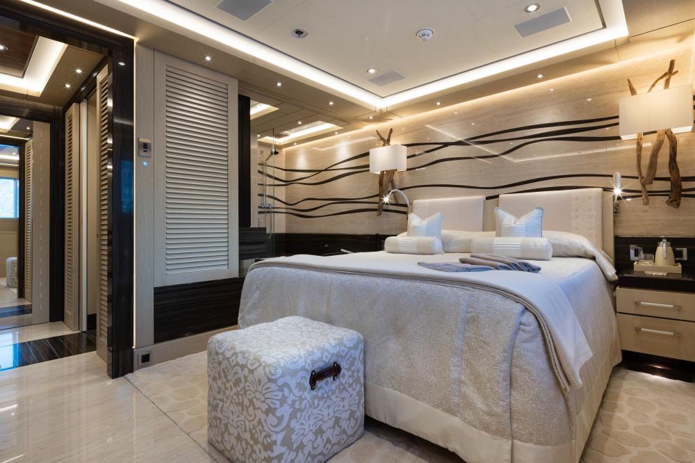TRANQUILITY - Luxury Motor Yacht For Sale - 3 DOUBLE CABINS - Img 1 | C&N