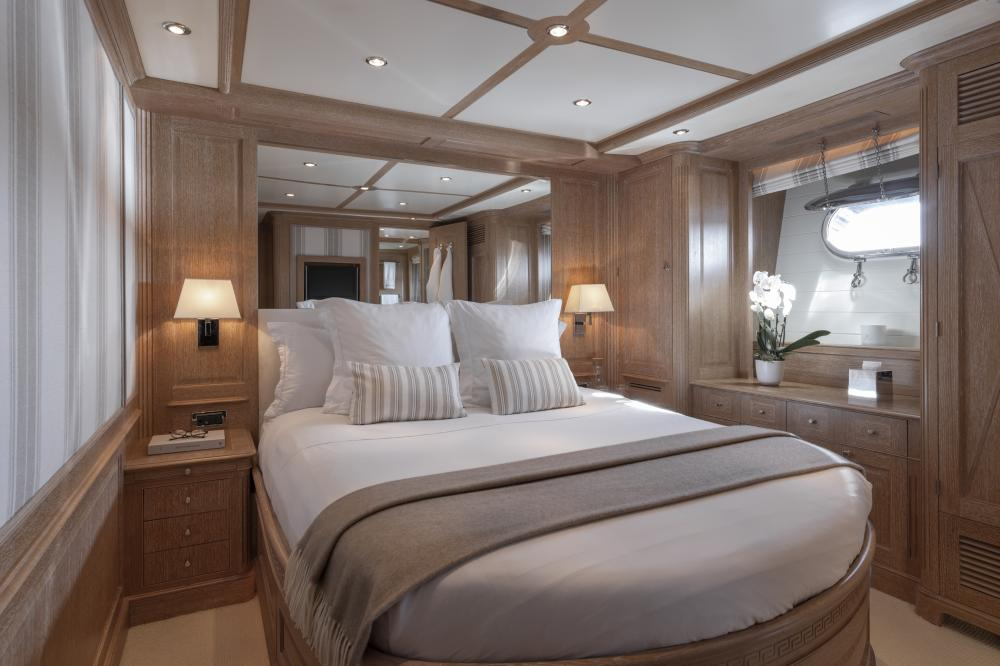 AFRICAN QUEEN - Luxury Motor Yacht For Charter - Two VIP Cabins and Two Fixed Cabins - Img 1 | C&N