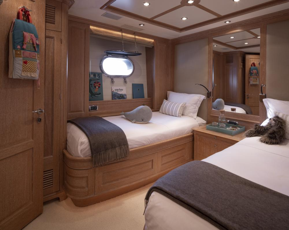 AFRICAN QUEEN - Luxury Motor Yacht For Charter - Two VIP Cabins and Two Fixed Cabins - Img 2 | C&N