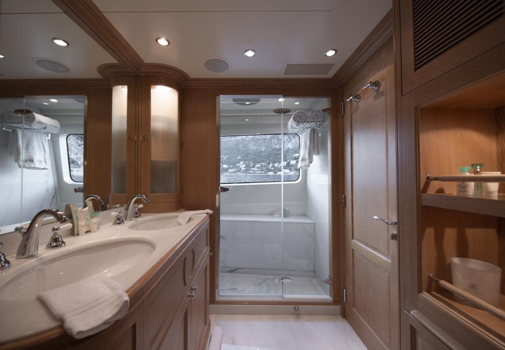 AFRICAN QUEEN - Luxury Motor Yacht For Charter - Owner's Suite - Img 3 | C&N