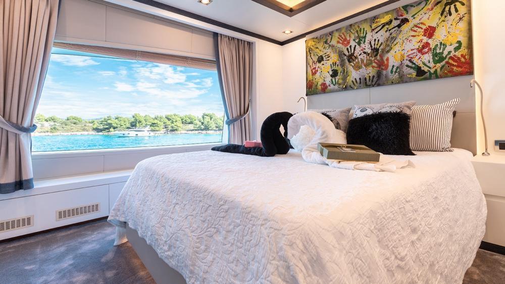 AFRICA I - Luxury Motor Yacht For Charter - VIP Cabin - Img 1 | C&N