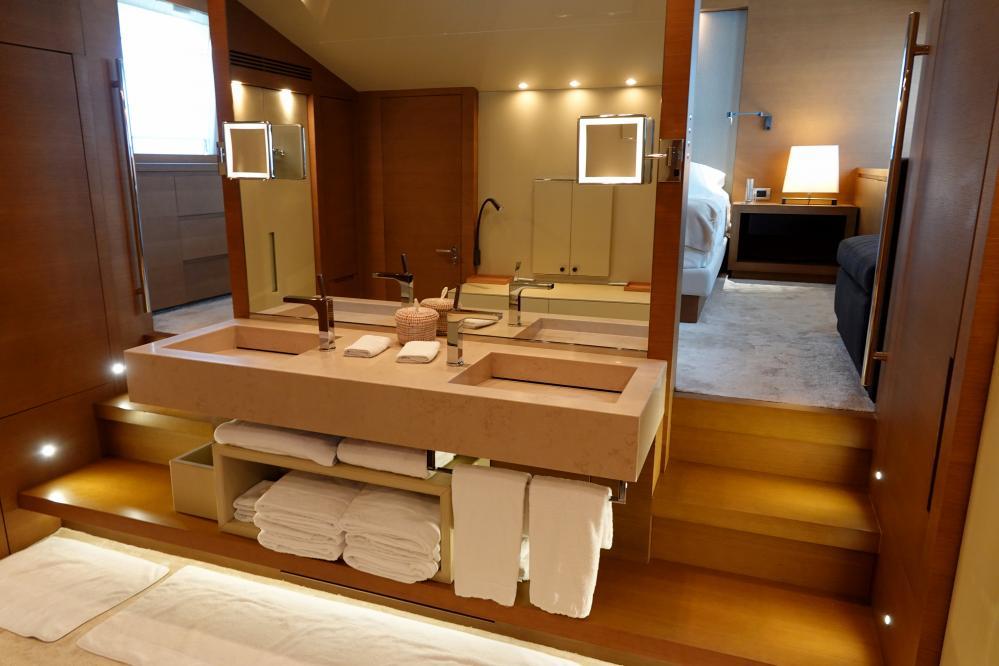IL GATTOPARDO - Luxury Motor Yacht For Sale - Master Cabin - Img 3   C&N