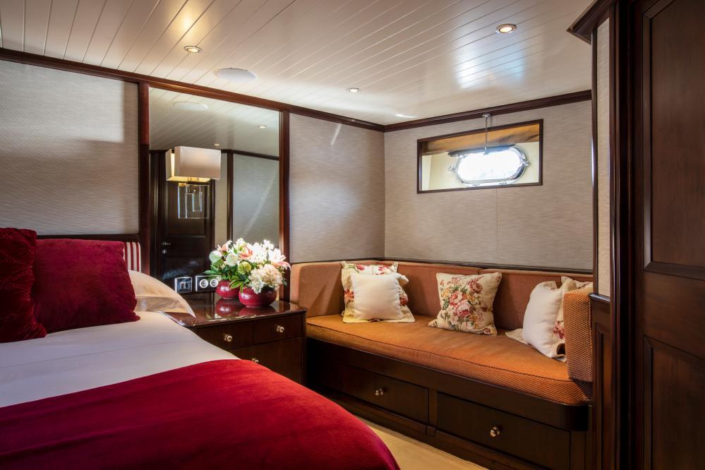 ODYSSEY III - Luxury Motor Yacht For Sale - Two Double Cabins - Img 2   C&N