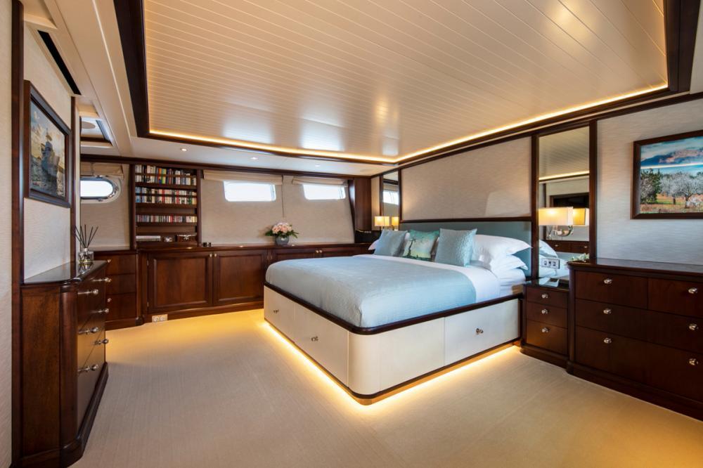 ODYSSEY III - Luxury Motor Yacht For Sale - Two Double Cabins - Img 1   C&N