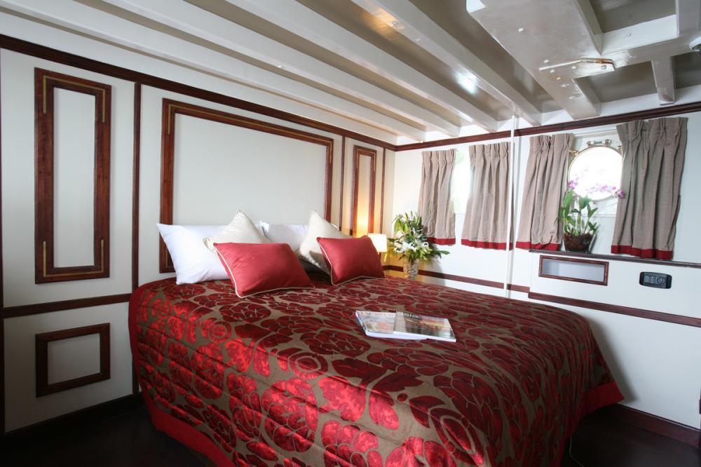 CALISTO - Luxury Motor Yacht For Charter - DOUBLE - Img 1   C&N