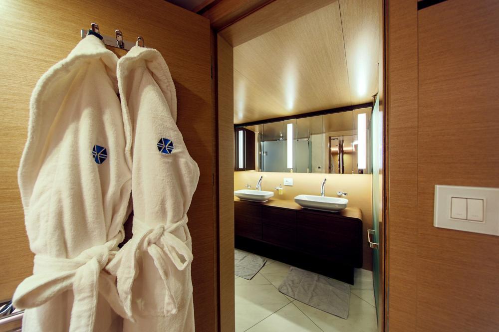 AIAXAIA - Luxury Sailing Yacht For Charter - VIP cabin - Img 4 | C&N