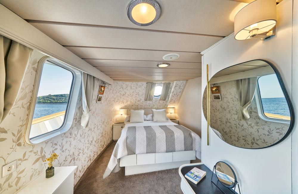 LA PERLA - Luxury Motor Yacht For Sale - 13 Guest Cabins over 2 Accommodation decks - Img 1   C&N