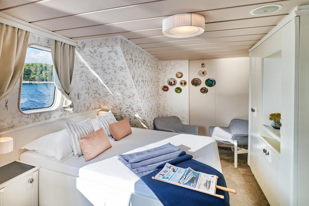 LA PERLA - Luxury Motor Yacht For Sale - 13 Guest Cabins over 2 Accommodation decks - Img 2   C&N