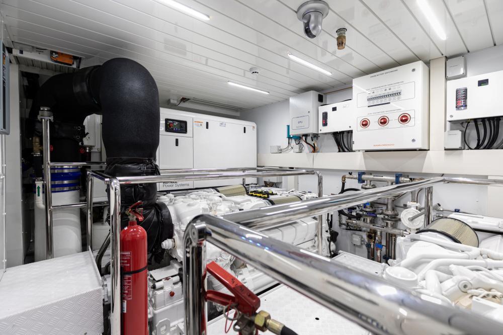 THE UNIFIER KING ABDULAZIZ - Luxury Motor Yacht For Sale - Engineroom - Img 1 | C&N