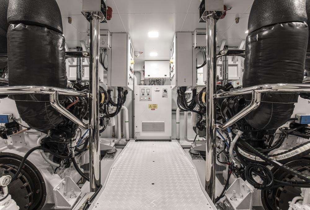 RUN AWAY - Luxury Motor Yacht For Sale - Engineroom - Img 2 | C&N