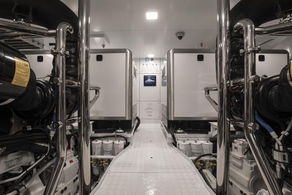 RUN AWAY - Luxury Motor Yacht For Sale - Engineroom - Img 1 | C&N