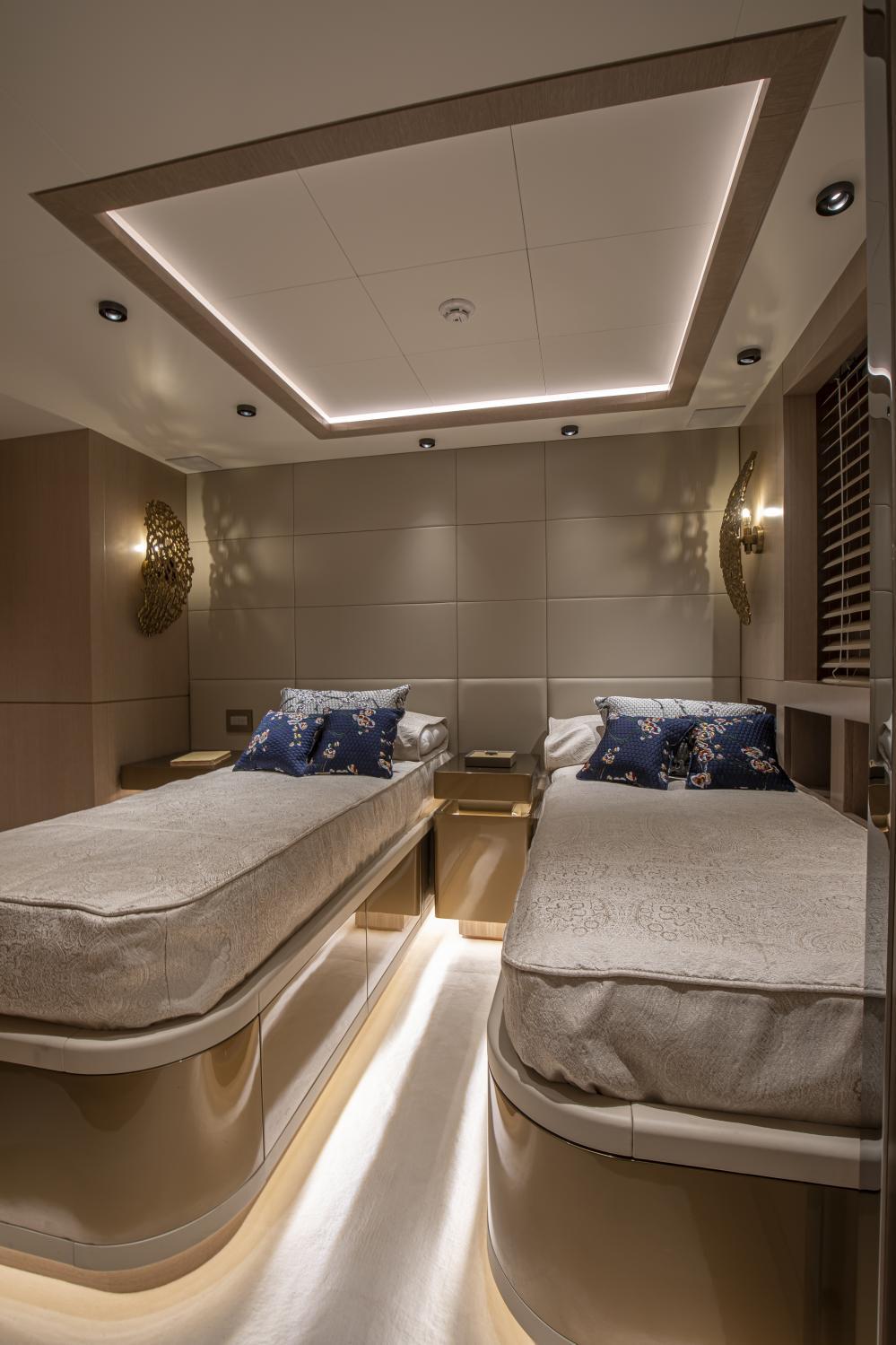 RUN AWAY - Luxury Motor Yacht For Sale - Twin Cabins - Img 1 | C&N