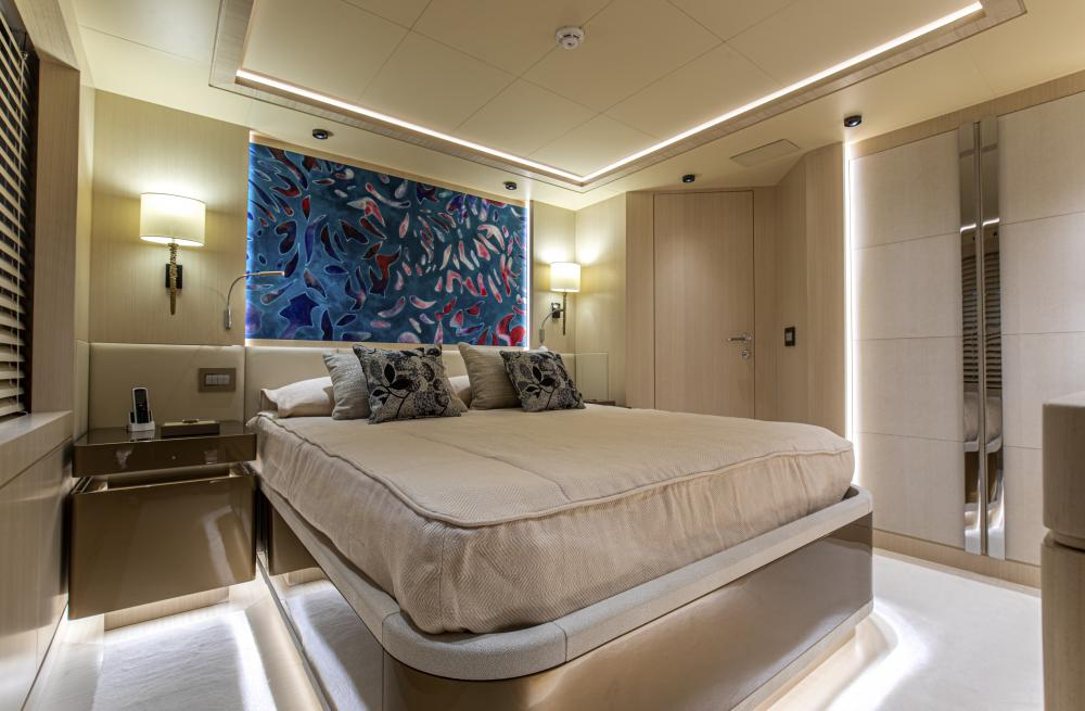 RUN AWAY - Luxury Motor Yacht For Sale - Four/Five Double guest cabins - Img 2 | C&N