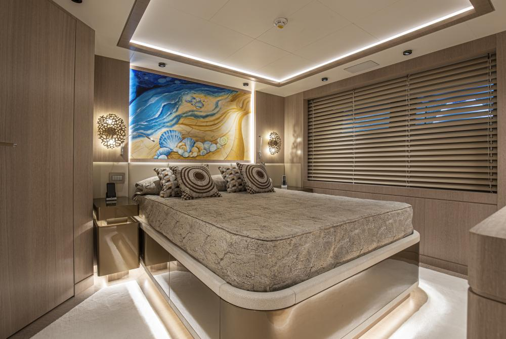 RUN AWAY - Luxury Motor Yacht For Sale - Four/Five Double guest cabins - Img 1 | C&N
