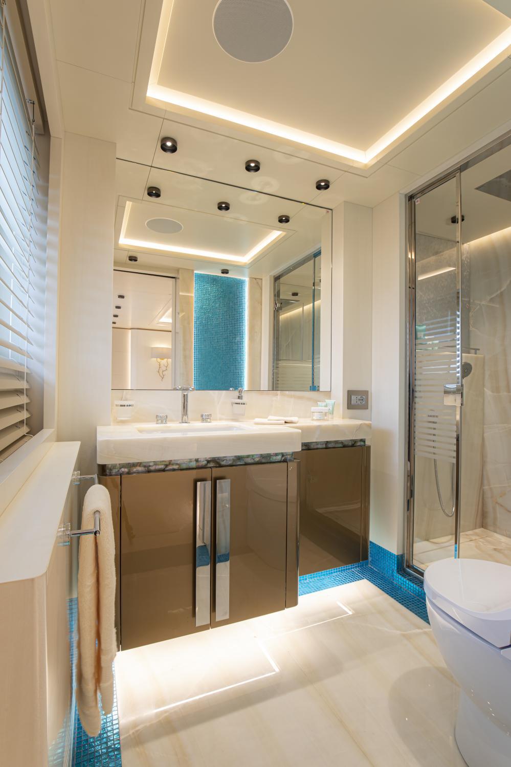 RUN AWAY - Luxury Motor Yacht For Sale - Owner's Cabin - Img 3 | C&N