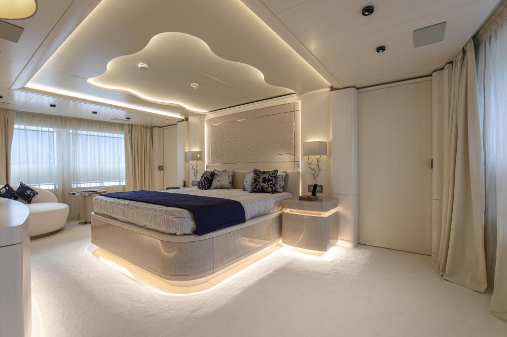 RUN AWAY - Luxury Motor Yacht For Sale - Owner's Cabin - Img 1 | C&N