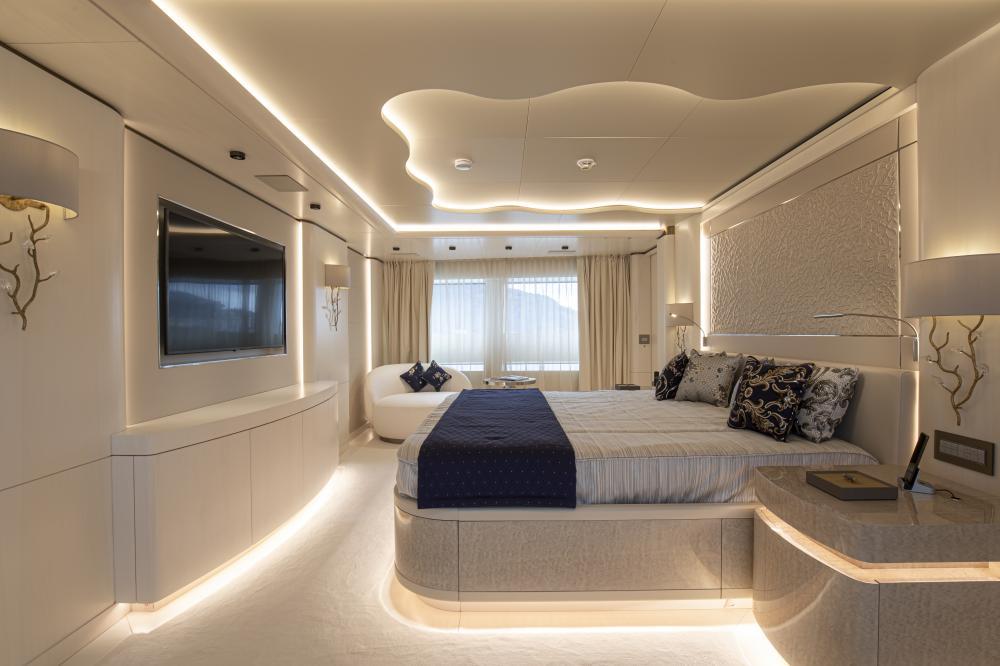 RUN AWAY - Luxury Motor Yacht For Sale - Owner's Cabin - Img 2 | C&N