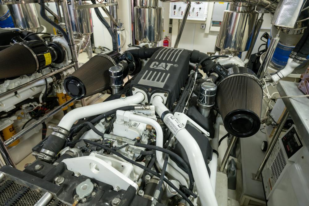 VICTORIOUS - Luxury Motor Yacht For Sale - Engineroom - Img 1   C&N