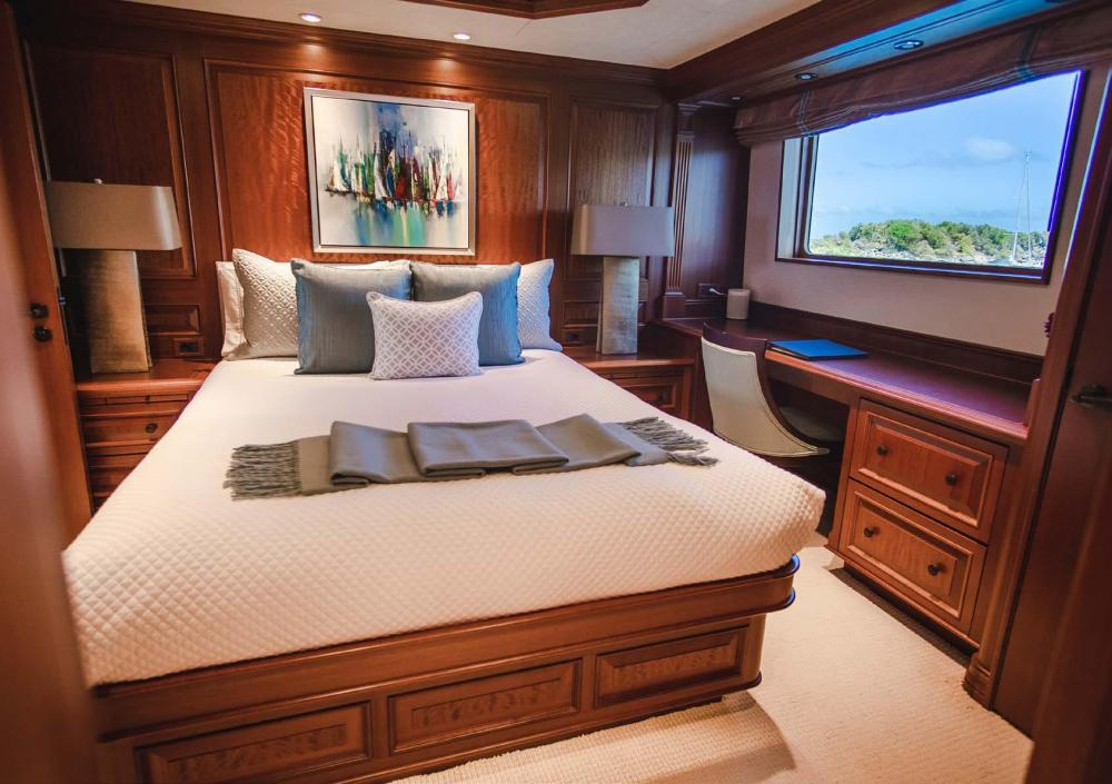 PURE BLISS - Luxury Motor Yacht For Charter - VIP Stateroom - Img 2   C&N
