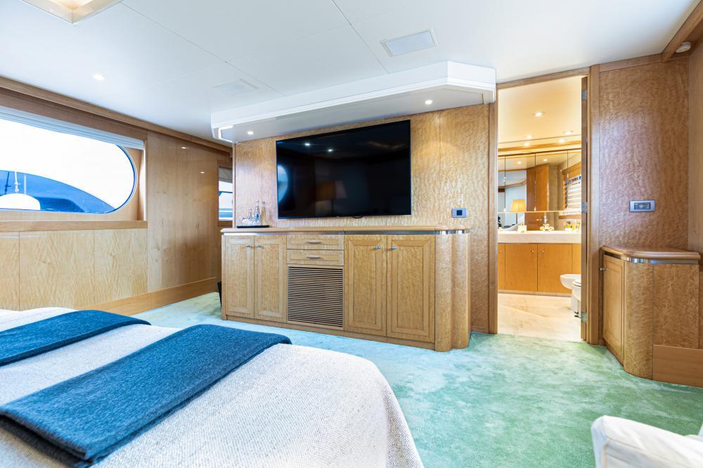 SECRET LOVE - Luxury Motor Yacht For Sale - 1 MASTER CABIN - Img 2   C&N