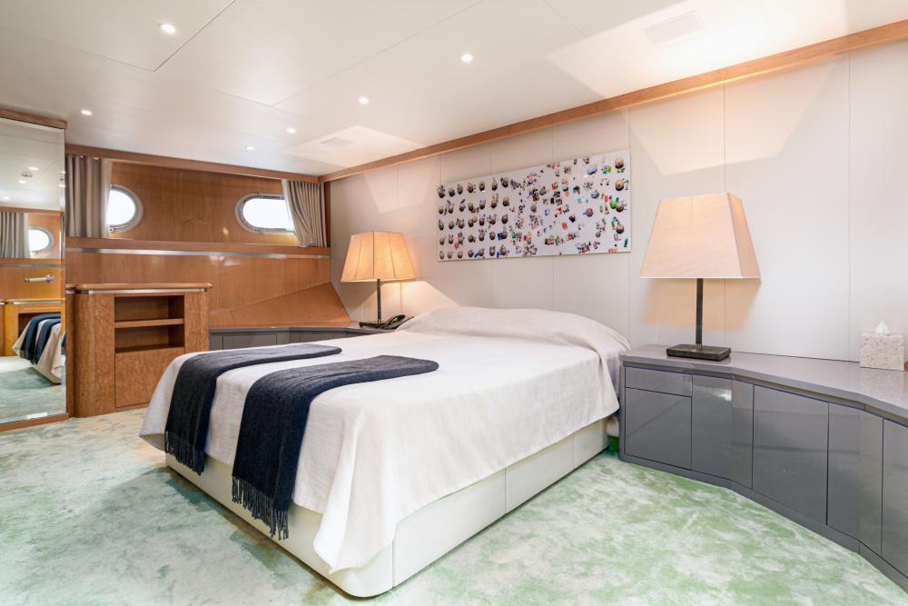 SECRET LOVE - Luxury Motor Yacht For Sale - 1 VIP CABIN - Img 1   C&N