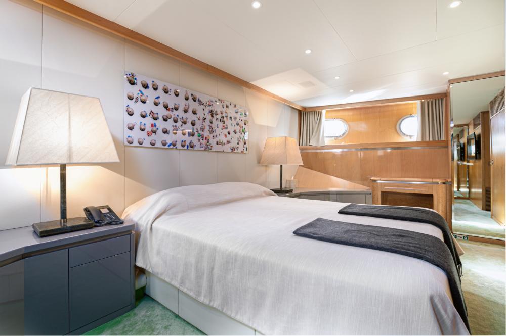SECRET LOVE - Luxury Motor Yacht For Sale - 1 VIP CABIN - Img 2   C&N