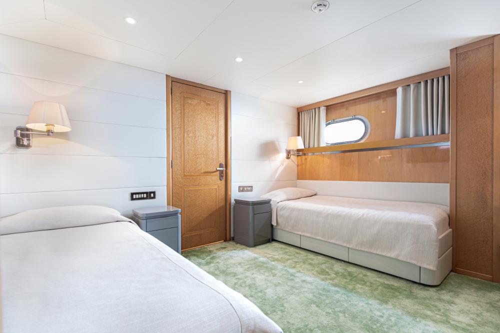 SECRET LOVE - Luxury Motor Yacht For Sale - 2 TWIN CABINS - Img 1   C&N
