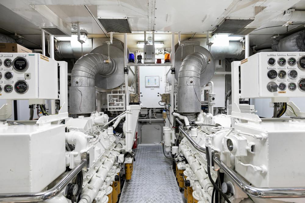 SECRET LOVE - Luxury Motor Yacht For Sale - Engineroom - Img 1   C&N