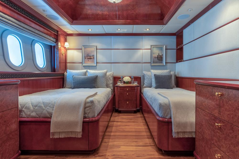 MIA ELISE II - Luxury Motor Yacht For Charter - VIP Queen   Queen (convertible sofa/master study)   3 King Cabins   1 Twin Cabin - Img 4   C&N