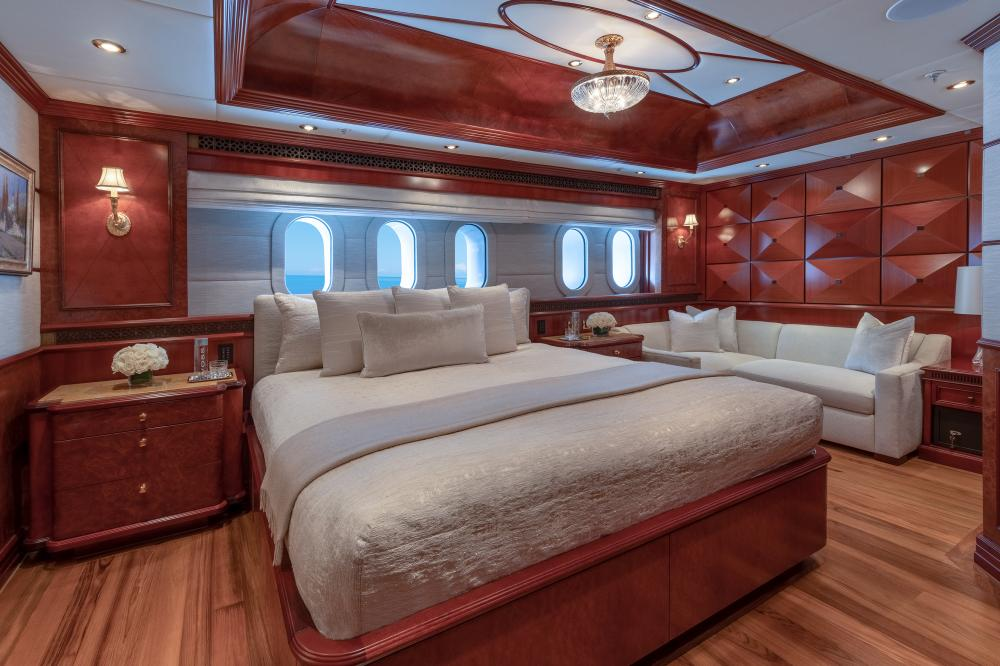 MIA ELISE II - Luxury Motor Yacht For Charter - VIP Queen   Queen (convertible sofa/master study)   3 King Cabins   1 Twin Cabin - Img 3   C&N