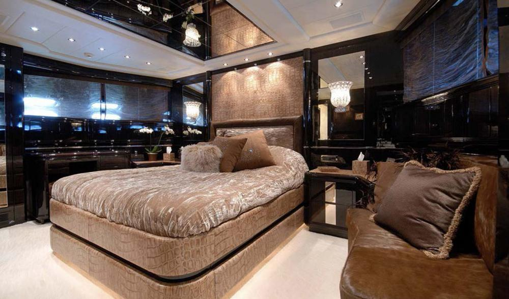AFRICAN CAT - Luxury Motor Yacht For Sale - VIP Cabin - Img 1   C&N