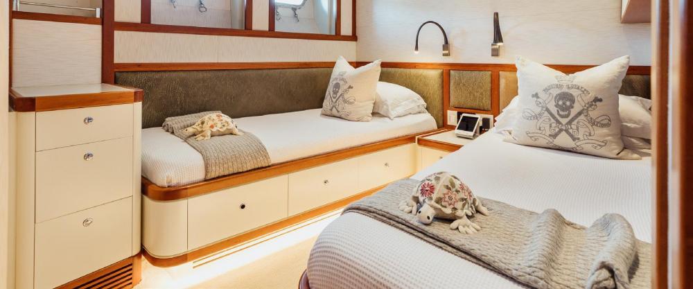 ZULU - Luxury Motor Yacht For Charter - Twin Cabin with pullman - Img 1   C&N
