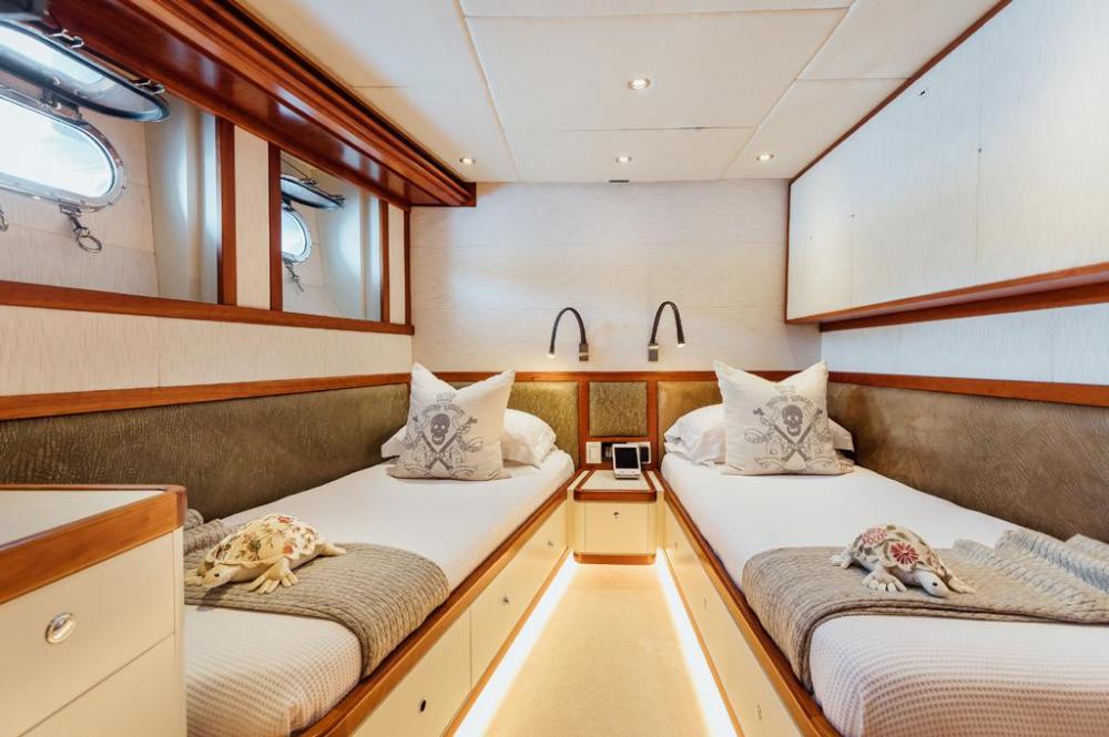 ZULU - Luxury Motor Yacht For Charter - Twin Cabin with pullman - Img 2   C&N