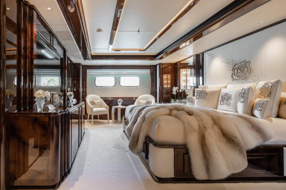 ILLUSION V - Luxury Motor Yacht For Charter - 1 VIP CABIN - Img 2   C&N