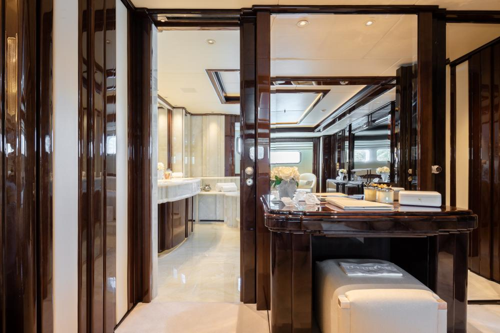 ILLUSION V - Luxury Motor Yacht For Charter - 1 VIP CABIN - Img 3   C&N
