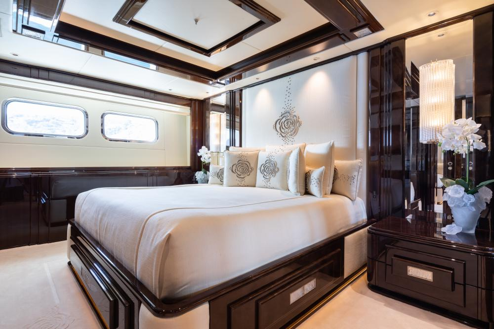 ILLUSION V - Luxury Motor Yacht For Charter - 1 DOUBLE CABIN - Img 1   C&N