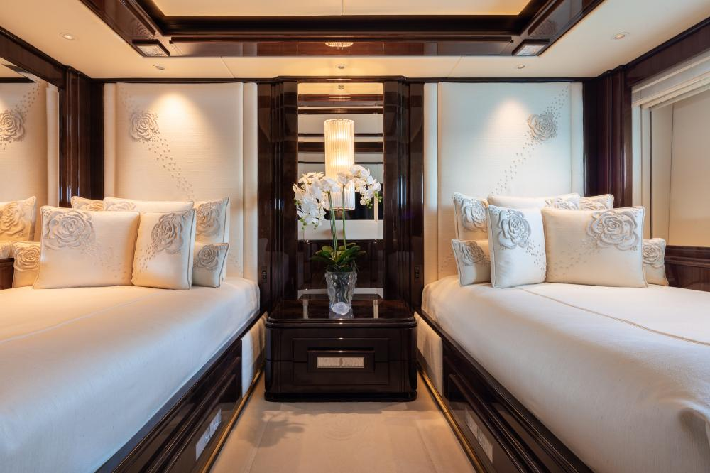 ILLUSION V - Luxury Motor Yacht For Charter - 3 TWIN CABINS - Img 2   C&N