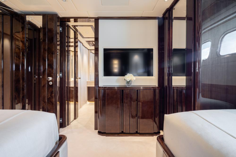ILLUSION V - Luxury Motor Yacht For Charter - 3 TWIN CABINS - Img 4   C&N