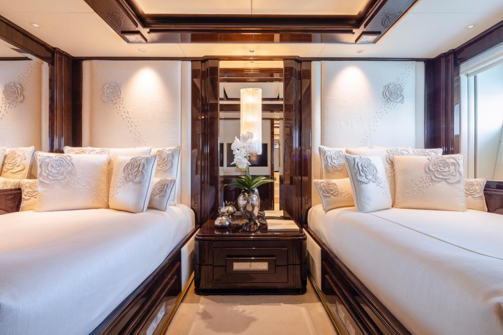 ILLUSION V - Luxury Motor Yacht For Charter - 3 TWIN CABINS - Img 3   C&N
