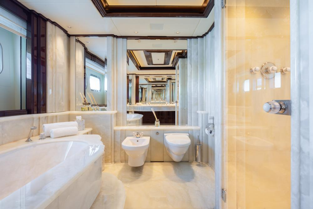 ILLUSION V - Luxury Motor Yacht For Charter - 1 VIP CABIN - Img 5   C&N