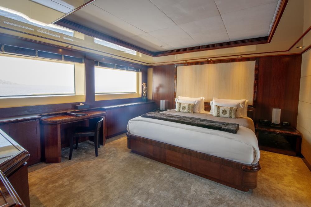 AZTECA - Luxury Motor Yacht For Sale - VIP Cabin - Img 1 | C&N