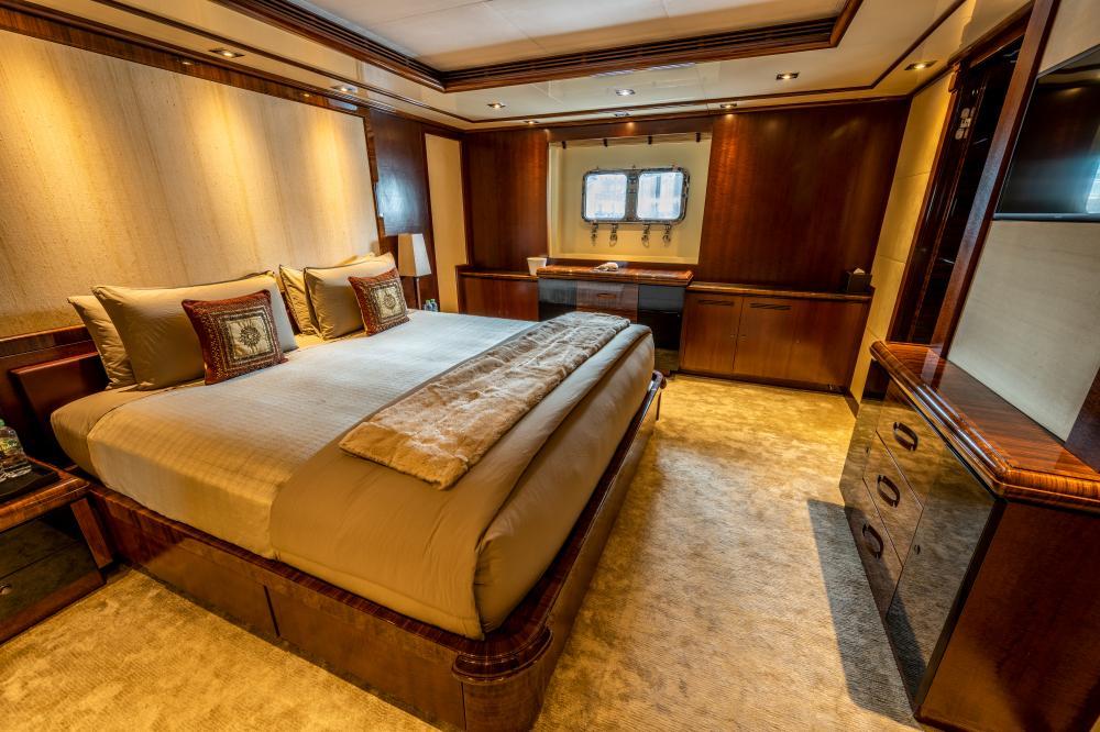 AZTECA - Luxury Motor Yacht For Sale - Double Cabins - Img 4 | C&N