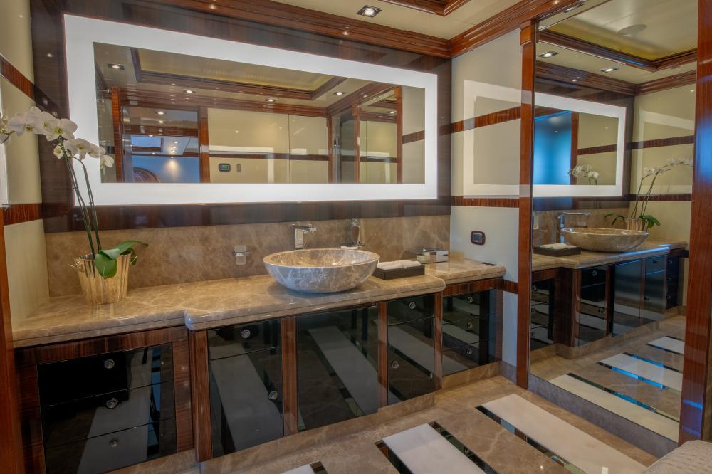 AZTECA - Luxury Motor Yacht For Sale - Master Cabin - Img 8 | C&N