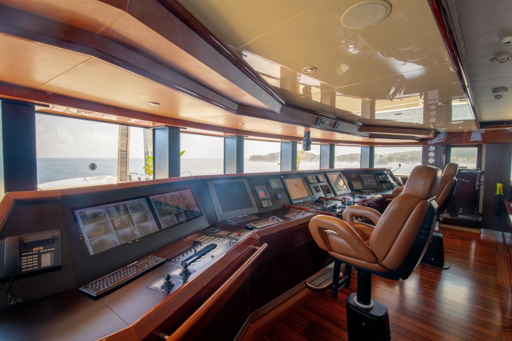 AZTECA - Luxury Motor Yacht For Sale - Pilothouse - Img 2 | C&N
