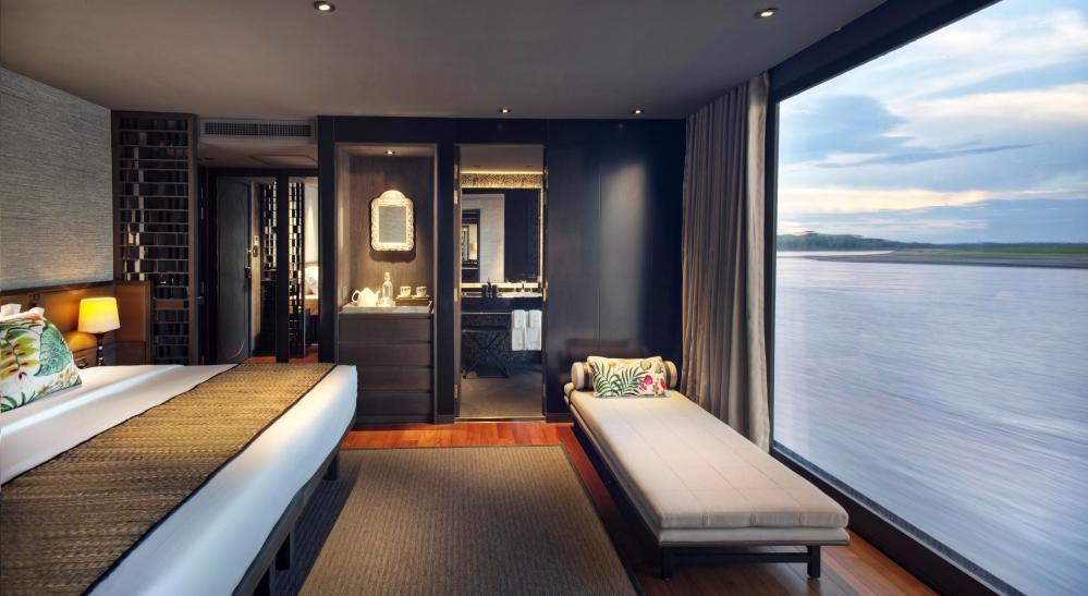 AQUA NERA - Luxury Motor Yacht For Charter - CALIFORNIA KING SETUP - Img 1   C&N
