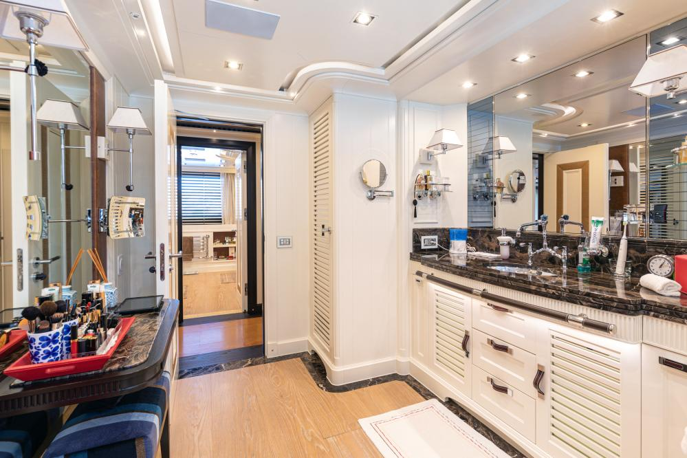 FOREVER ONE - Luxury Motor Yacht For Sale - Master Cabin - Img 3 | C&N