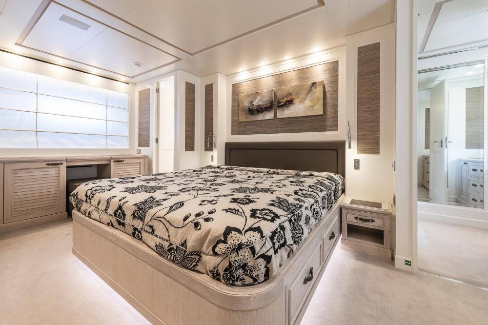 CHICK CHUK - Luxury Motor Yacht For Sale - Double Cabin - Img 1 | C&N