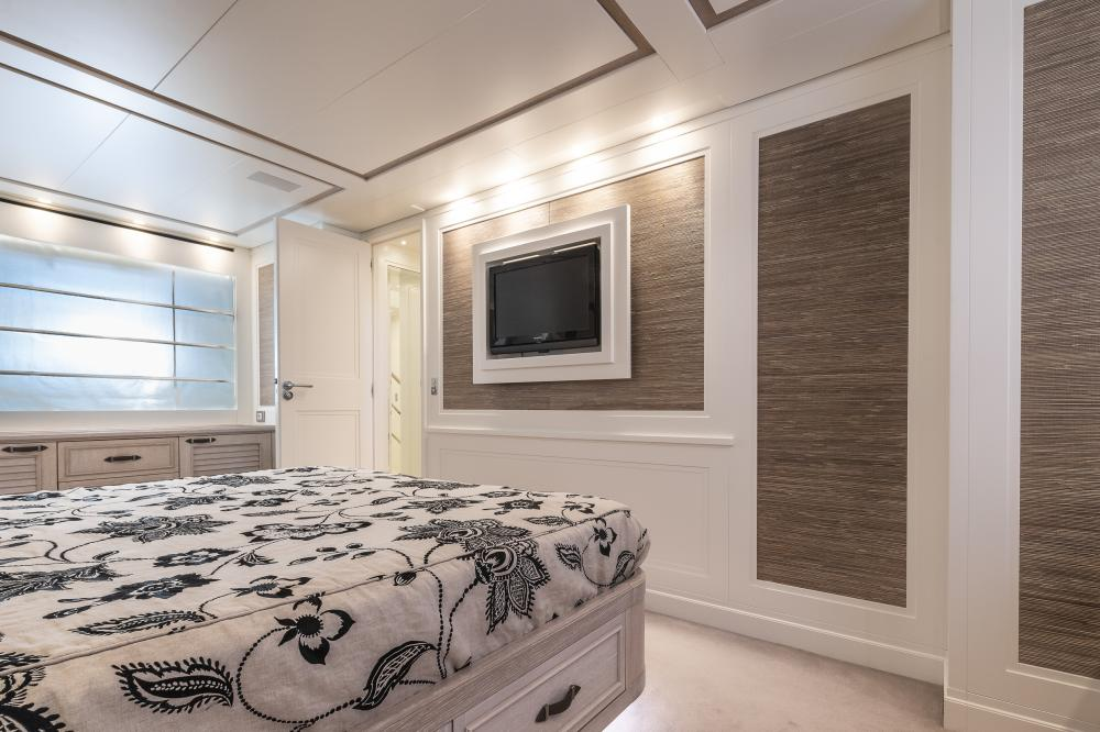 CHICK CHUK - Luxury Motor Yacht For Sale - Double Cabin - Img 3 | C&N